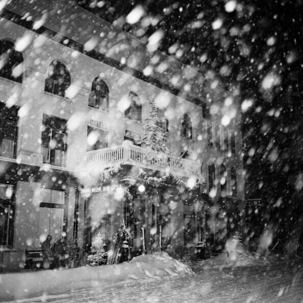 Snowstorm, Hotel Jerome - Ferenc Berko